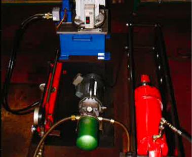 油圧シリンダー試験機